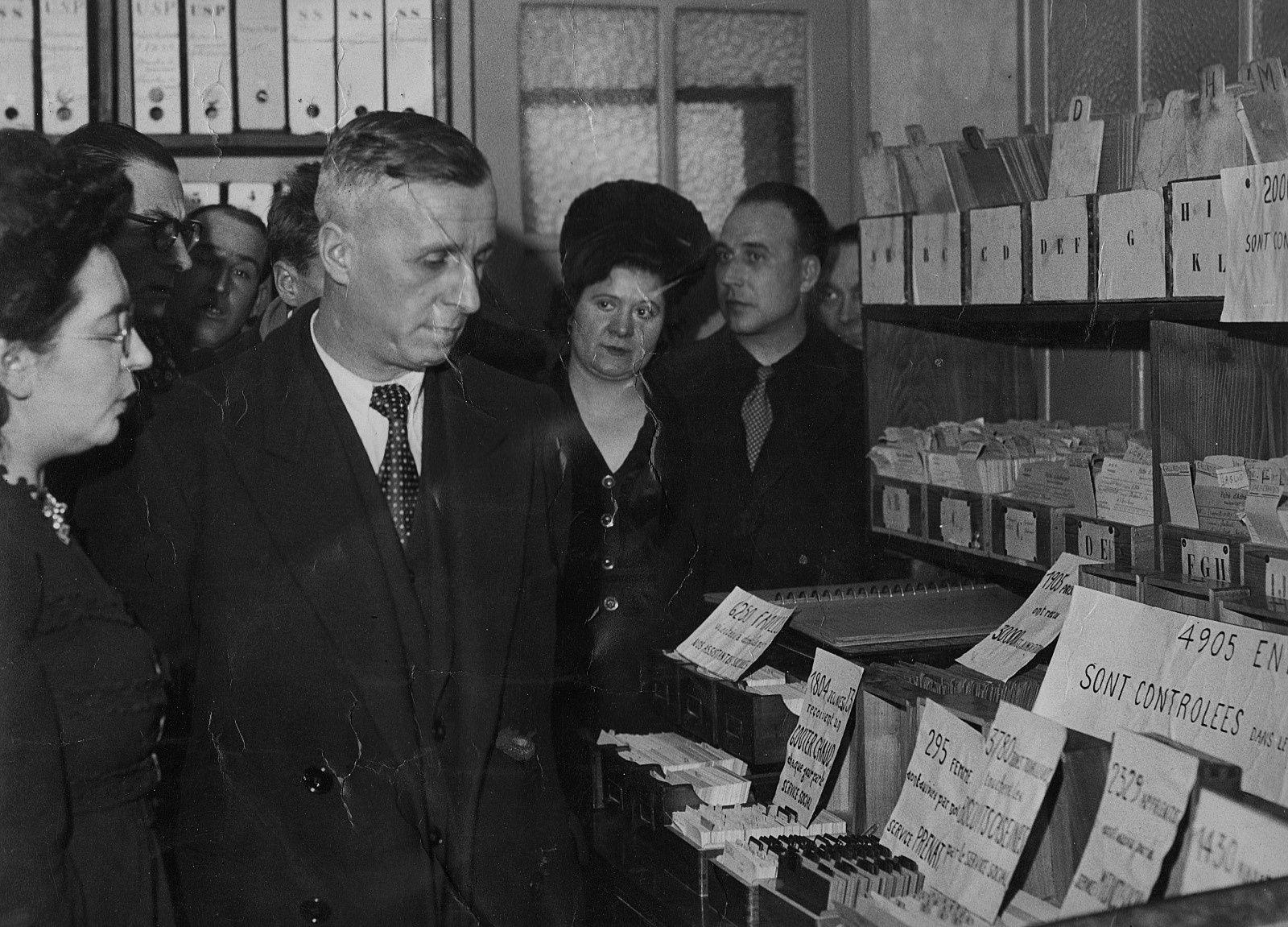 Ambroise Croizat inaugurant une caisse primaire de la Sécurité Sociale