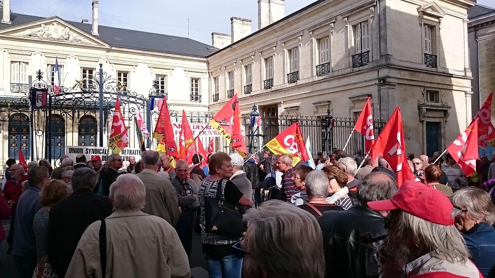 Manifestation des retraités à Niort - Ici devant la préfecture