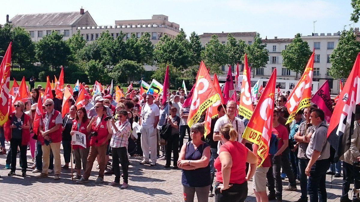 Un millier de manifestants à Niort pour défendre les services publics