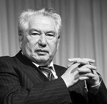 Tchinguiz Aïtmatov (Petite biographie de l'auteur)