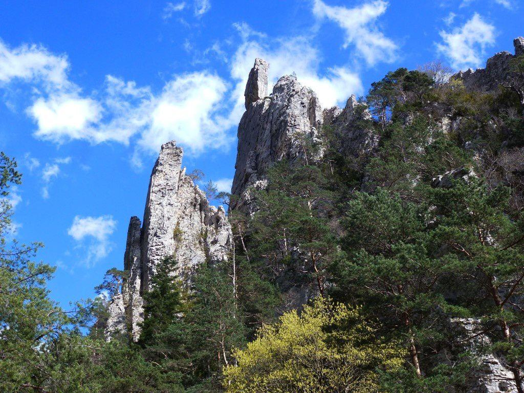 Le site des Sucettes de Borne / On se sent si petit au milieu de ces formations façonnées par la nature...