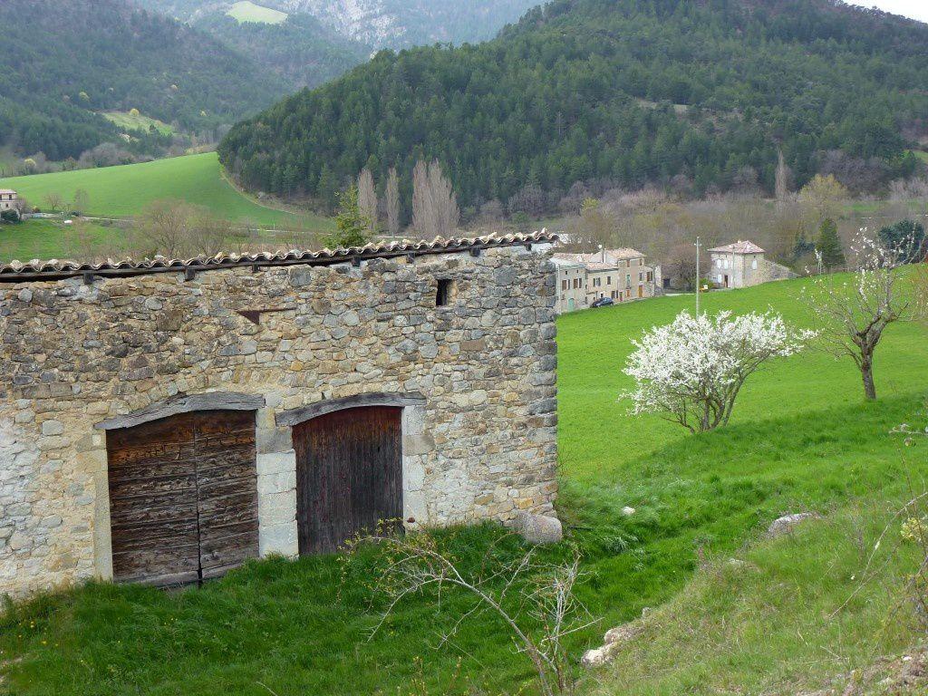 La vue du village en montant vers la forêt