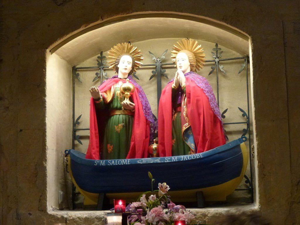 Les deux saintes...Marie-Salomé et Marie-Jacobé dans leur barque...