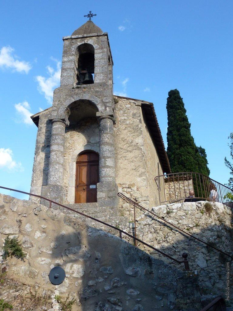 Le clocheton-porche et l'escalier d'accès