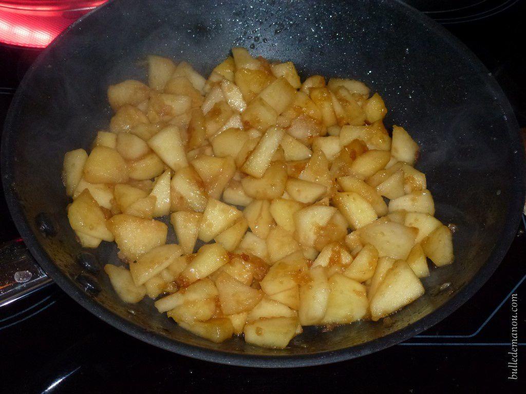 Les pommes caramélisent tout doucement
