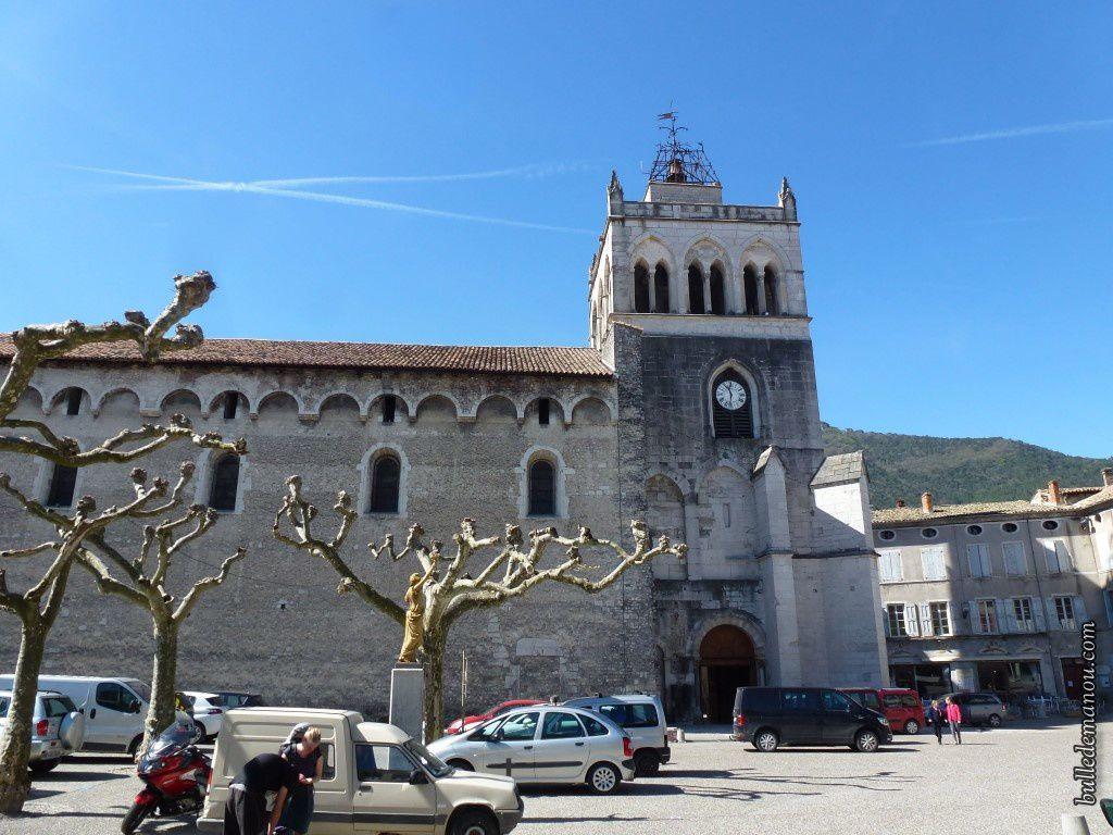 La cathédrale vue de la place de la République et sa porte côté nord (en 1958 et aujourd'hui)