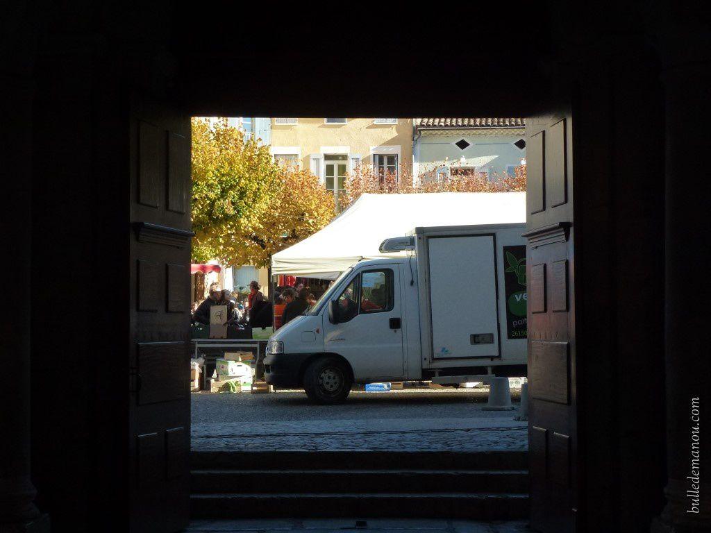 La vue à partir de la porte sud...un jour de marché
