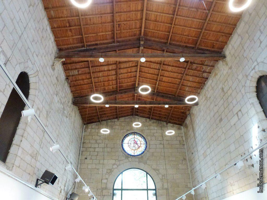 L'intérieur de la chapelle devenue salle d'exposition
