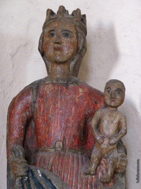 Une vierge à l'enfant romane