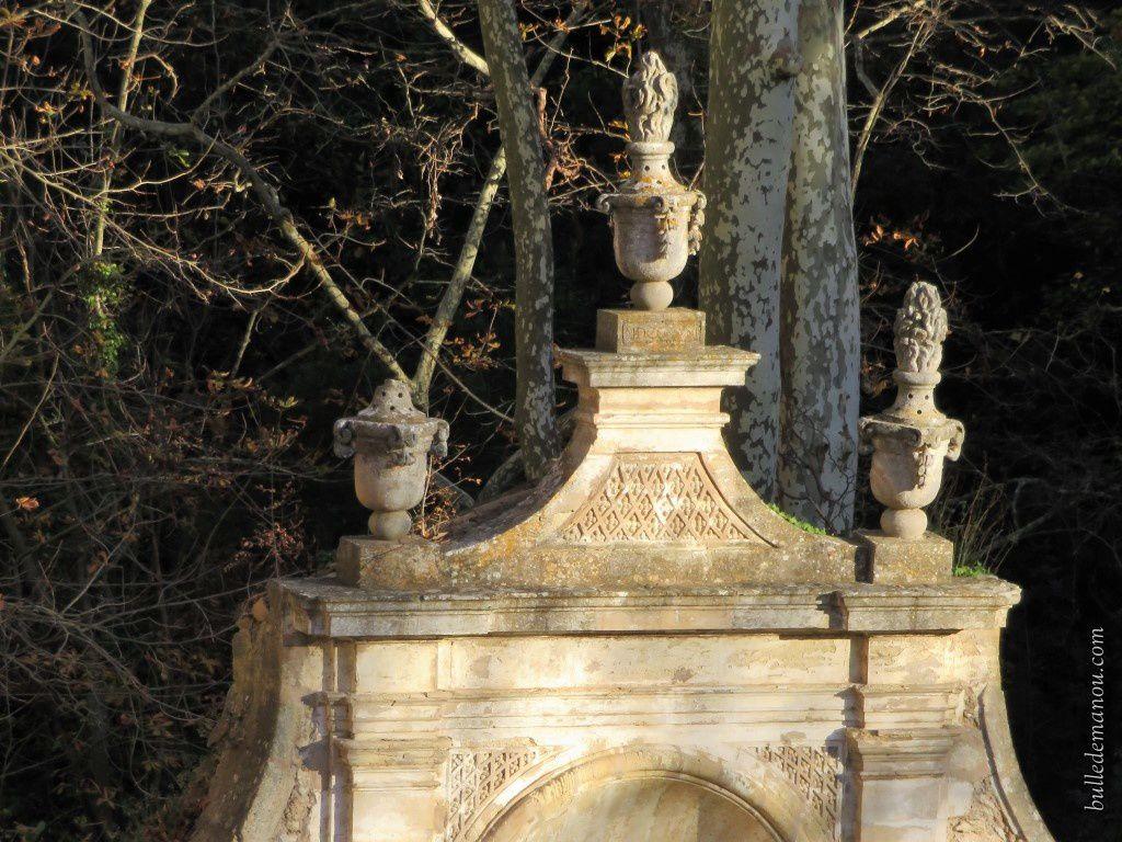 La fontaine et la statue de la petite terrasse...
