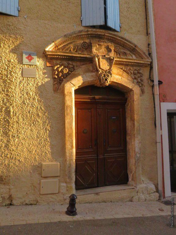 Porte et linteau sculpté de la maison Silvestre
