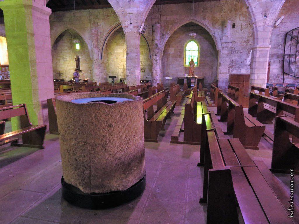 Vues de l'intérieur : chapelles, statues, bas-relief...