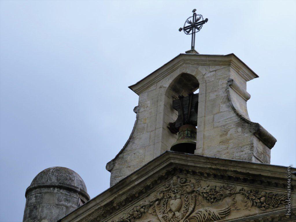 Le même symbole au-dessus du clocher...