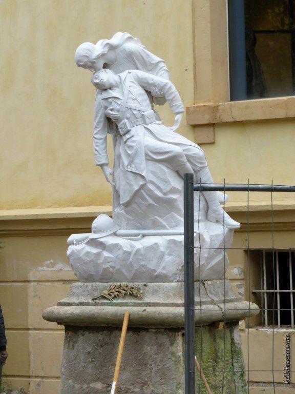 La statue remise à neuf