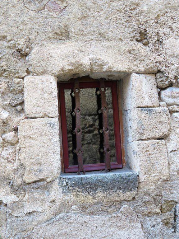Quelques fenêtres dans l'ancien village
