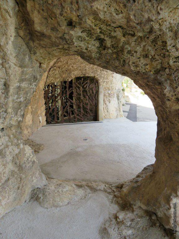 Portes fermant les grottes troglodytes