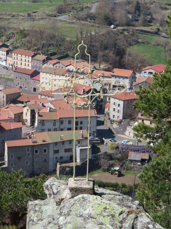 La croix de Rocher Grand (Saint-Privat-d'Allier)