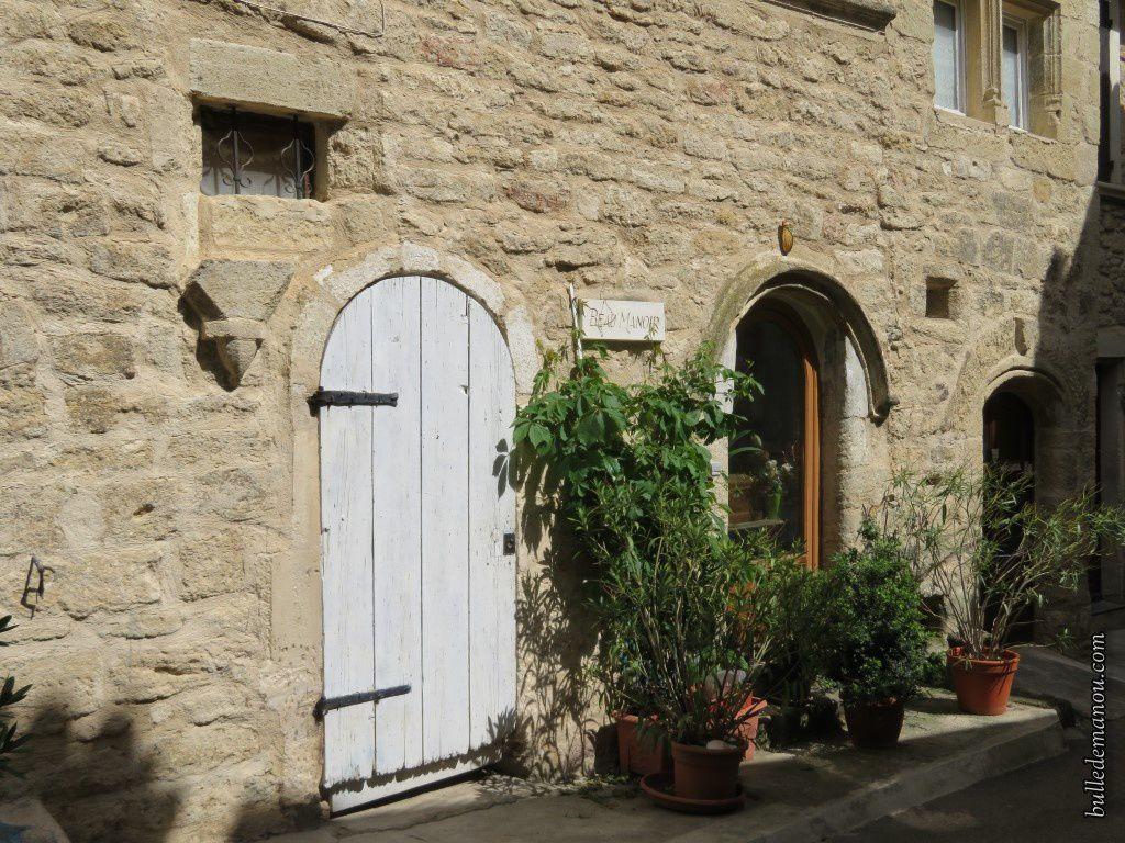 La maison de la Reine Jeanne de l'autre côté du porche