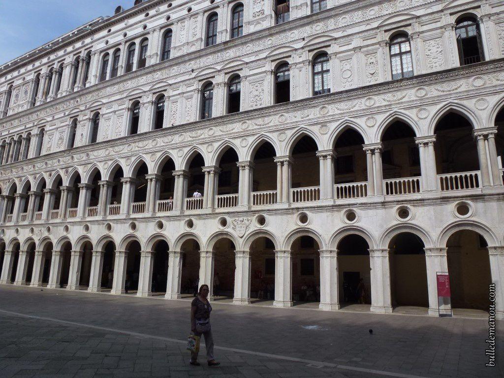 Vue de la basilique de la cour intérieure  du Palais des Doges