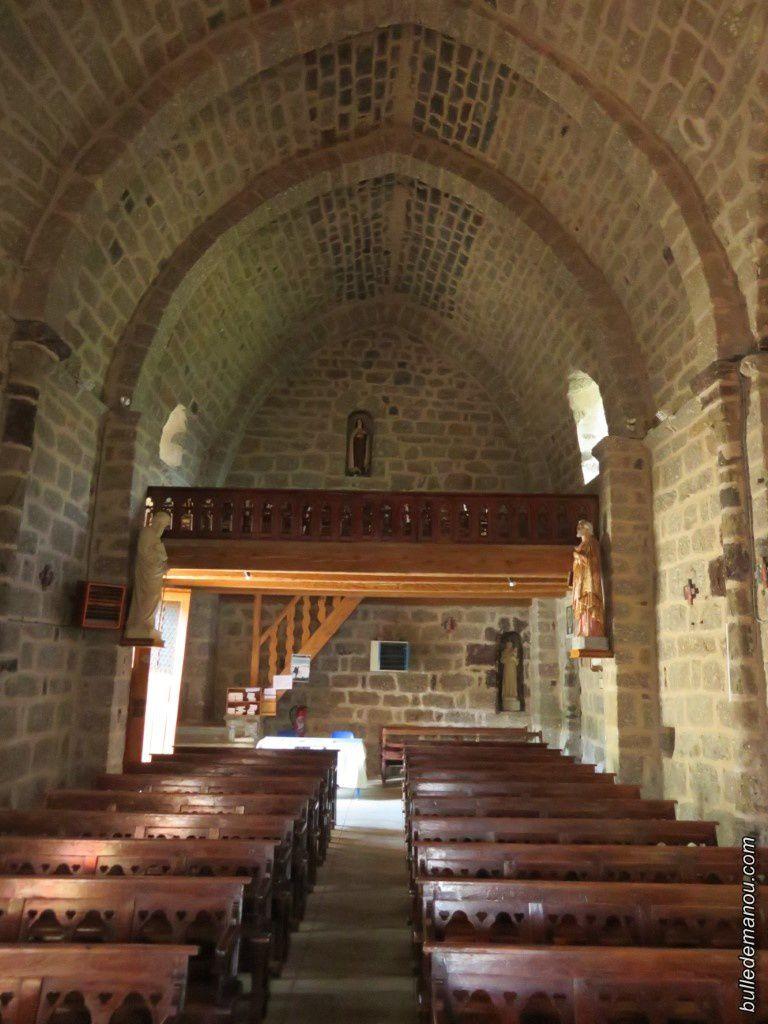 Vues générales de l'intérieur de l'église
