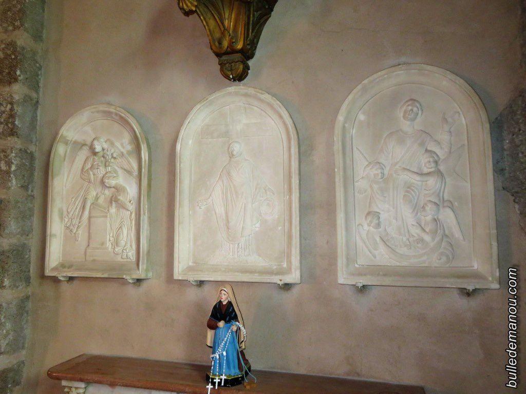 Bas-reliefs sculptés sur pierre