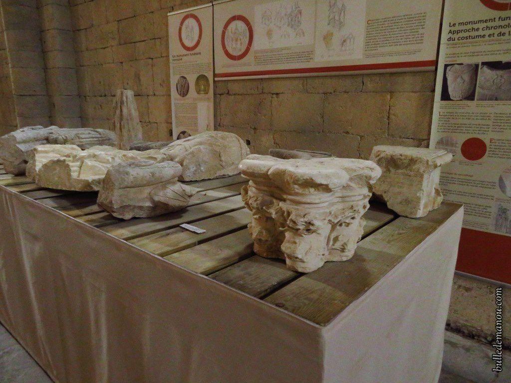 Les fragments retrouvés dans l'abbatiale