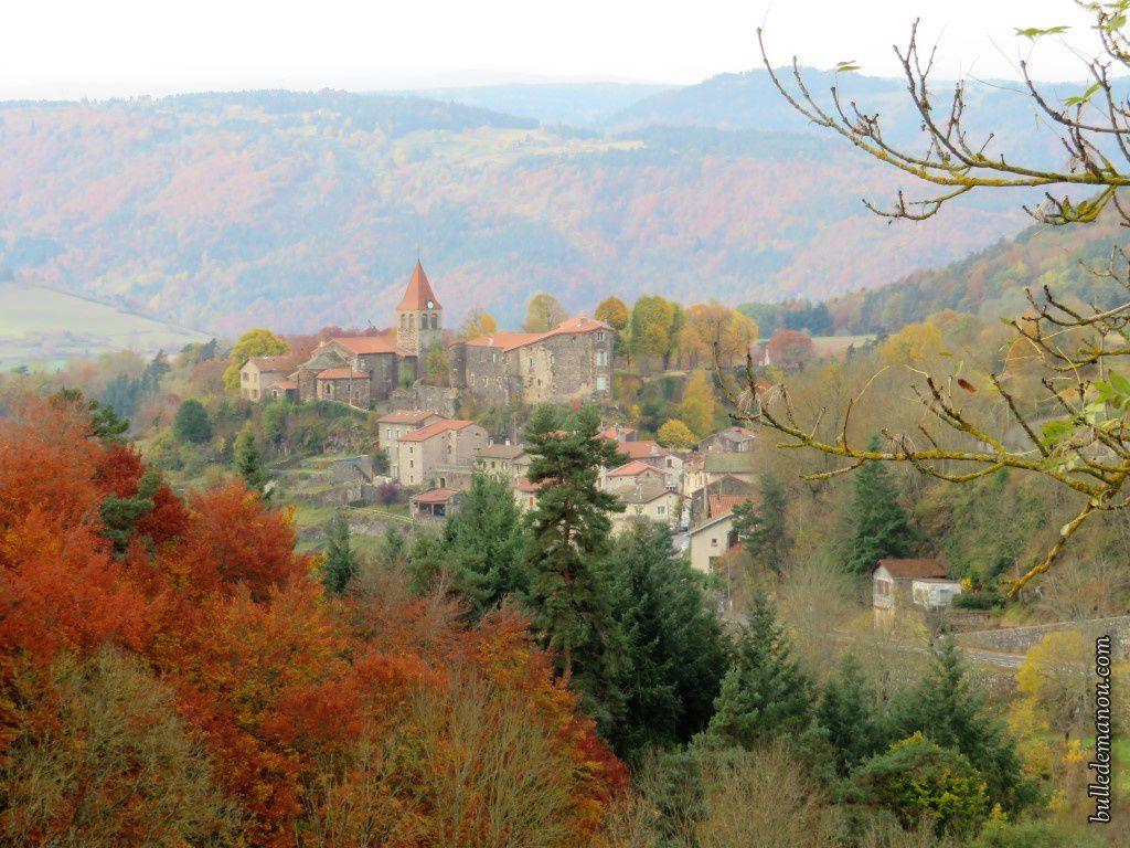 Saint-Privat-d'Allier vu du hameau du Villard