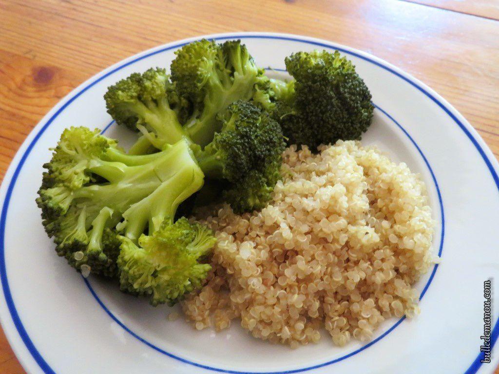 Quinoa accompagné de brocolis, carottes, petits pois ou courge butternut rôtie