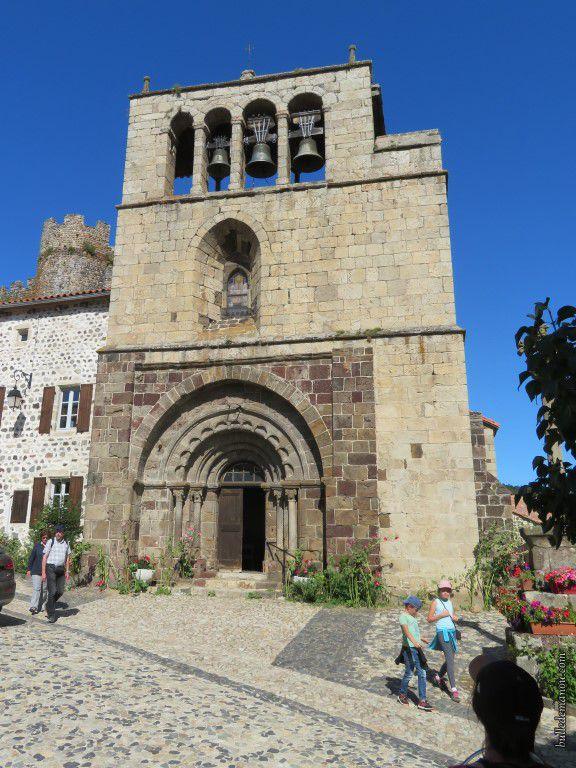 L'église vue de la place