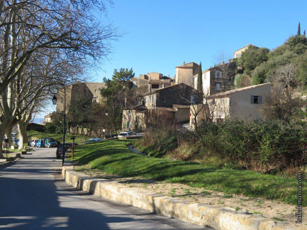Le village de Vaugines (84)
