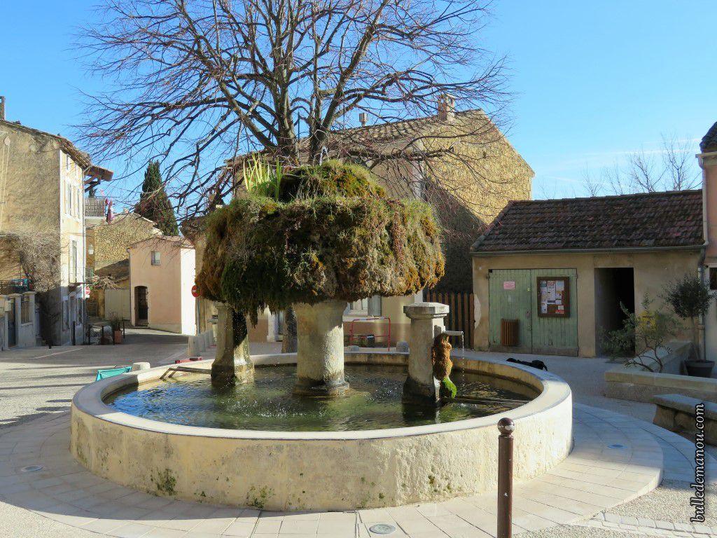 La fontaine sur la place