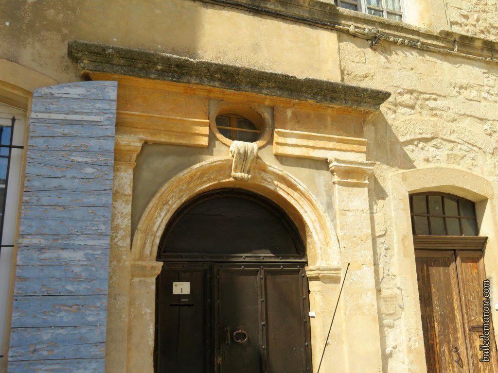 Portes du château et de l'ancien presbytère accolées