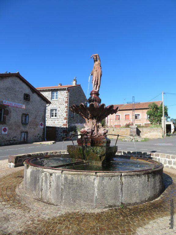 La fontaine de Cayres