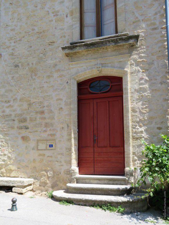Quelques-unes des portes anciennes du village d'Ansouis