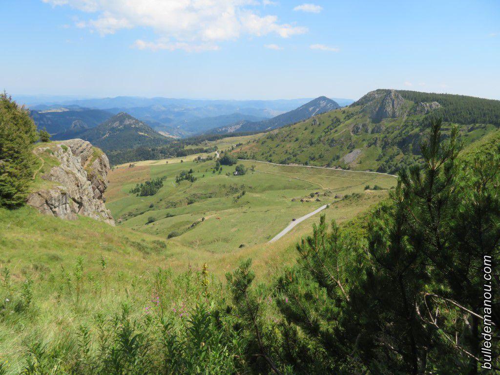 Vue du belvédère numéro 1 (le rocher de Cuzet est sur celui à gauche de la photo)