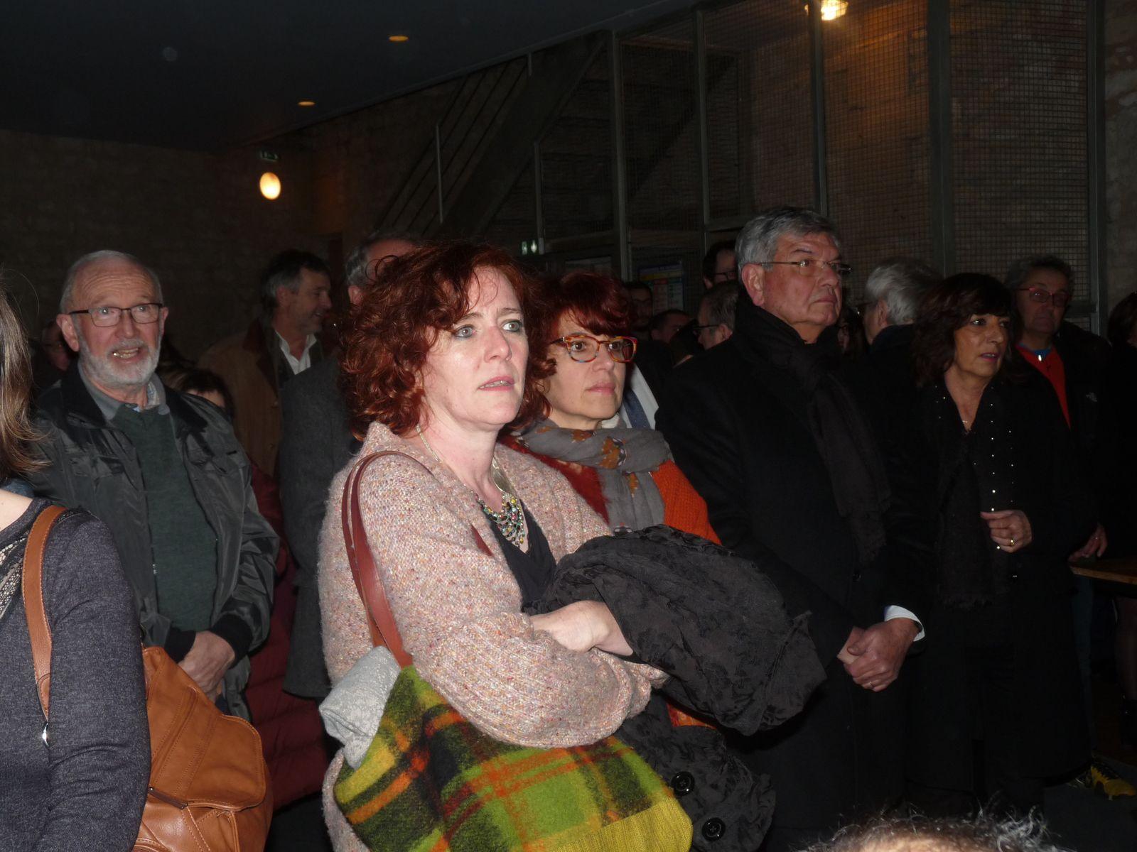 Les coprésidentes d'Excit'oeil au centre: Violaine Bariller et Lydie Clergerie lors de la soirée des voeux 2020 de Annie Sedan, Maire d'Excideuil