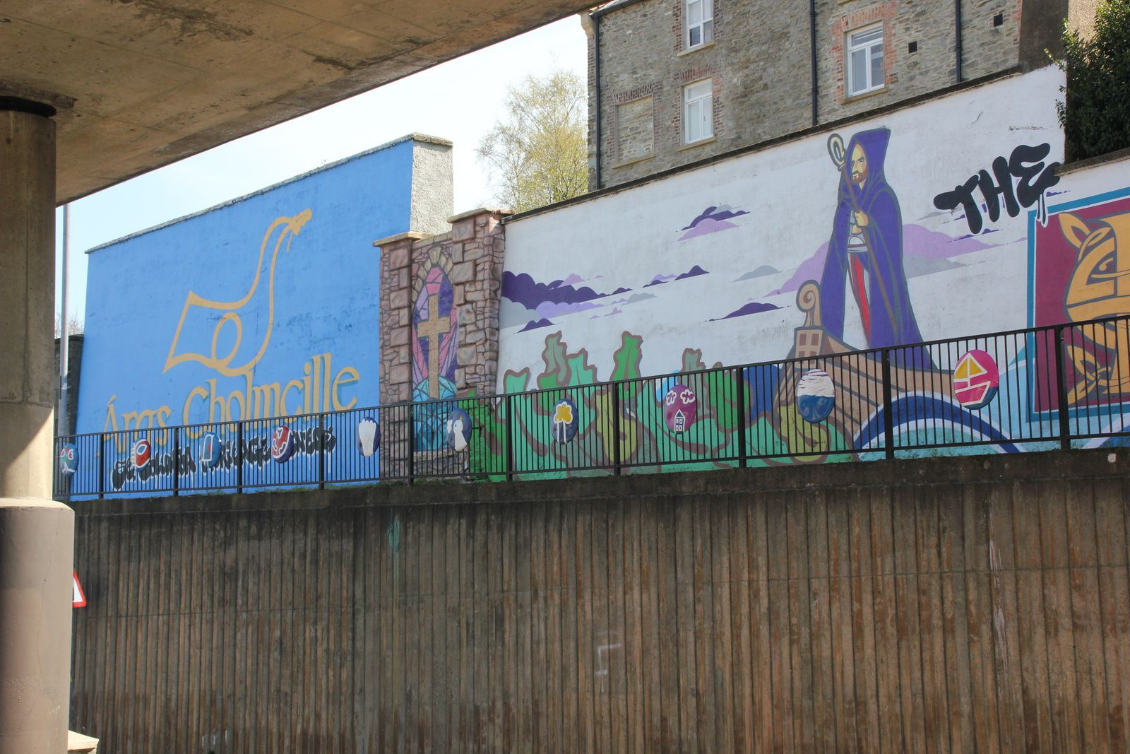 550) Free Derry Wall