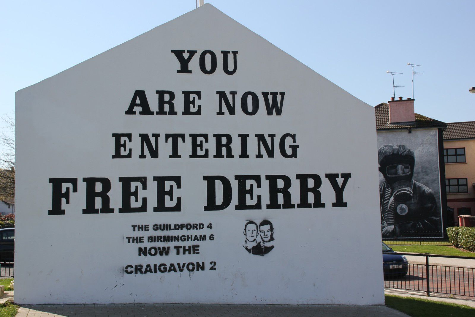 552) Free Derry Wall