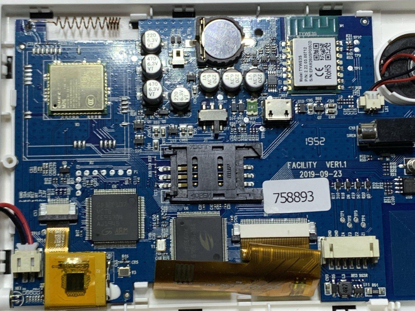 Dans la centrale : très bonne qualité de fabrication, on peux juste regretter le haut-parleur petit et la batterie faible capacité