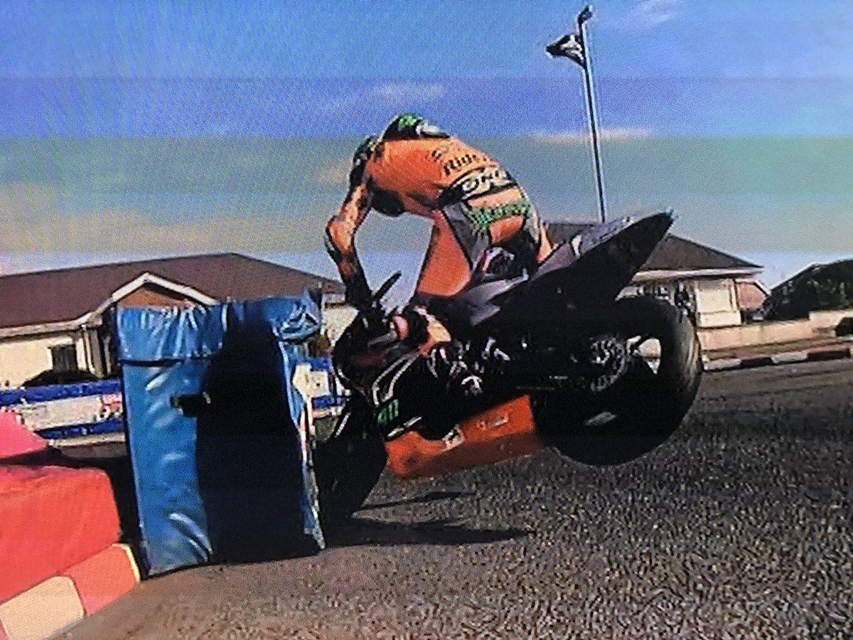 Martin Jessop teste la solidité de sa supertwin.