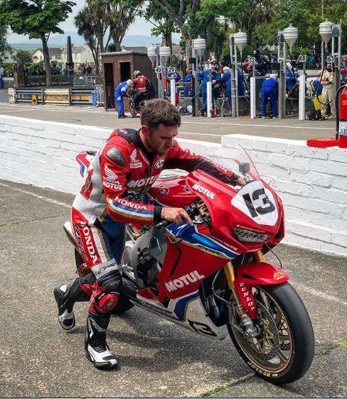 Lee Johnston , malheureux à la senior TT.