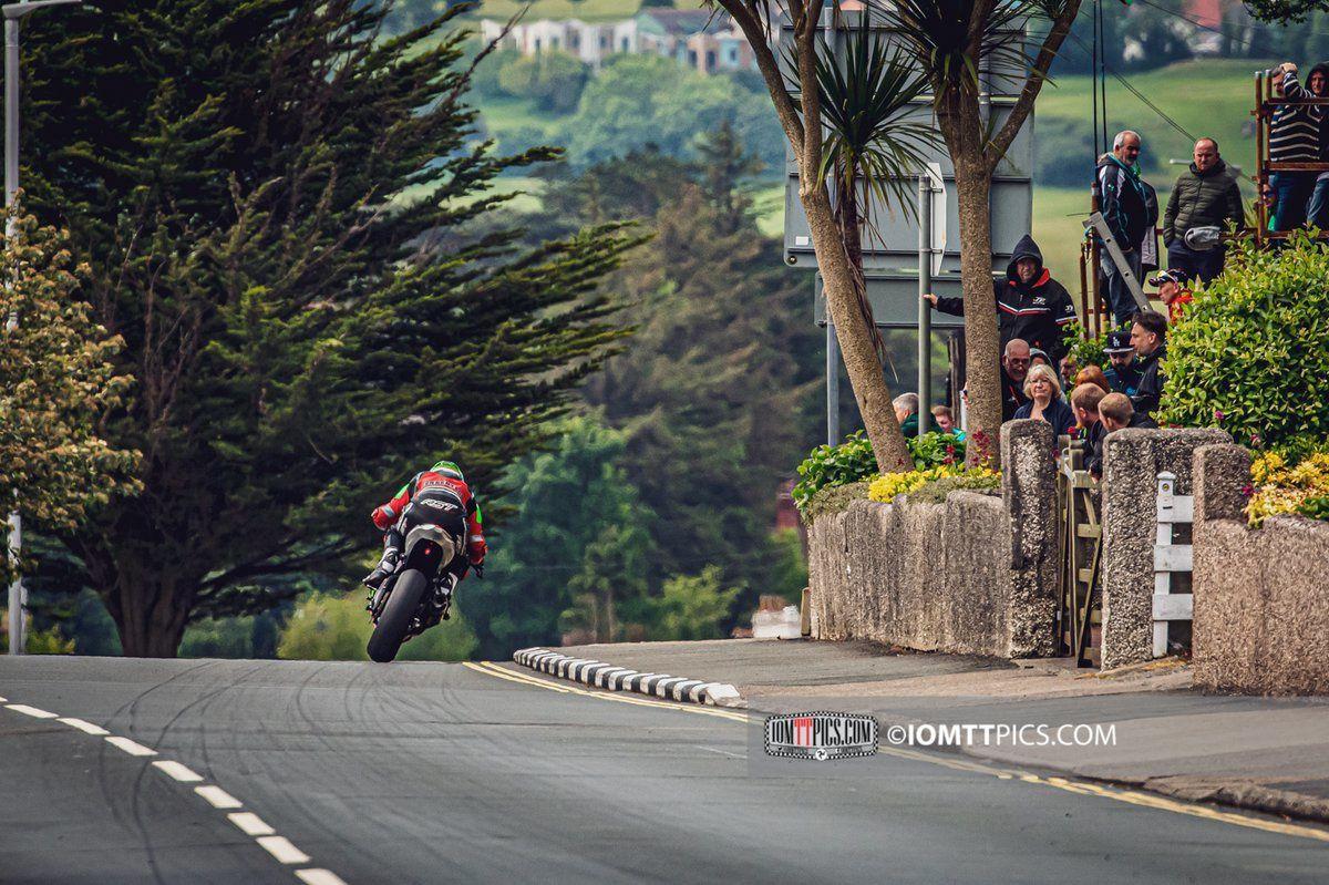 Dominic Herberston en haut de Bray Hill ©iomttpics
