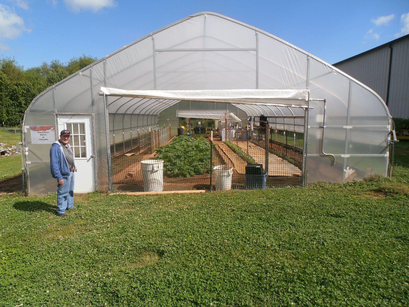 Pour la deuxième année, Food Bank va produire des légumes dans cette serre (don sous condition de produire une certaine quantité annuellement).