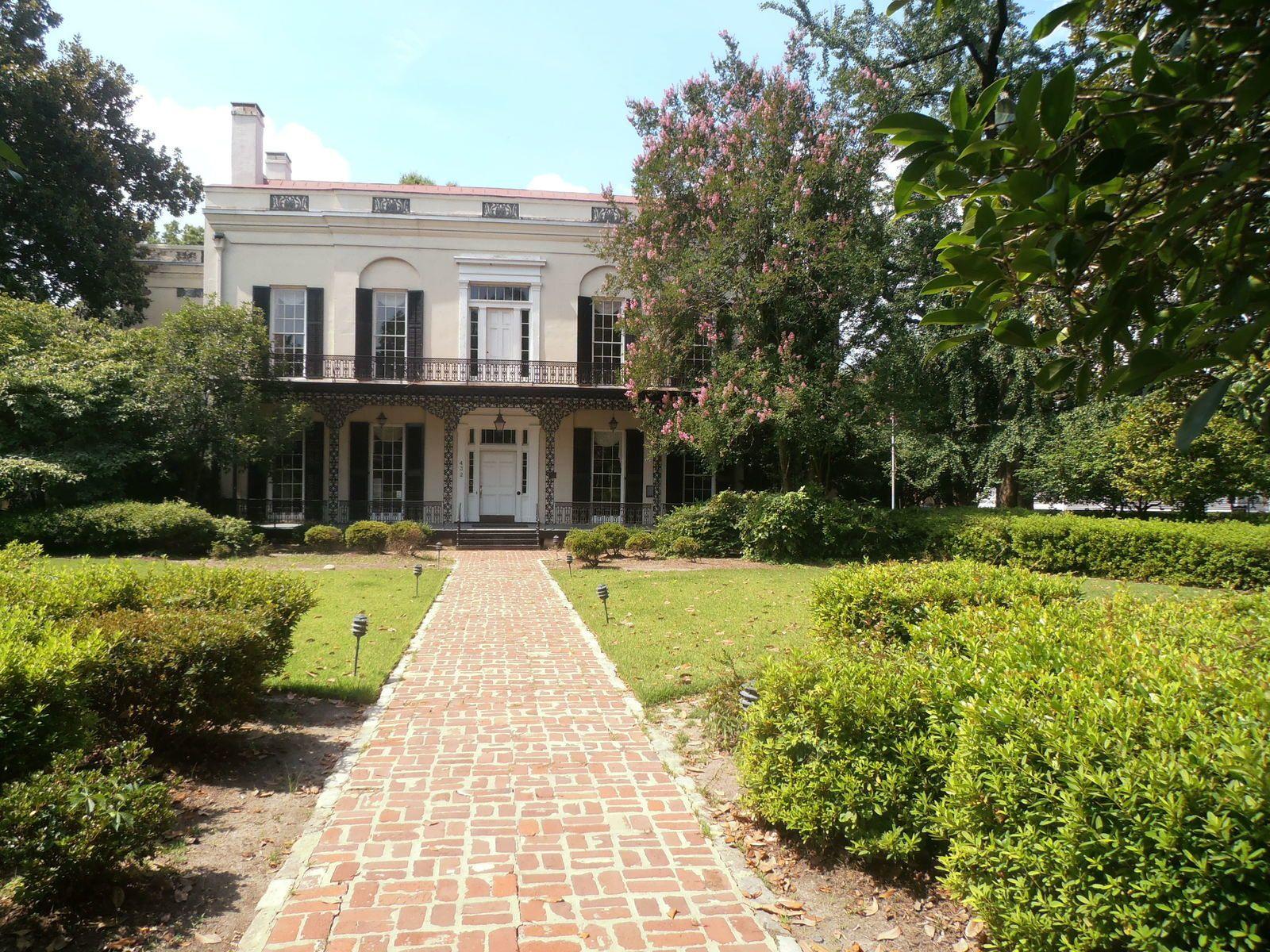 Cette maison (Old Government House) est l'ancien palais de justice du comté de Richmond. Elle fut aussi le siège de celui-ci de 1801 à 1821. Par la suite, elle devint résidence privée. En 1987, la ville d'Augusta la racheta pour en faire un lieu de réceptions.