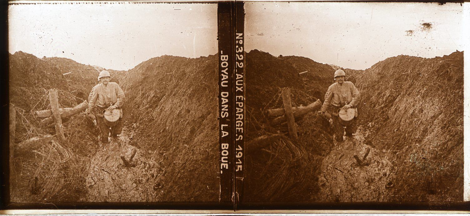 """En écho à Sam Brock, James C. Holland confirme le 2 novembre 1917 que """"la guerre, c'est l'enfer ! Sans parler des tirs, il pleut presque tout le temps. L'eau et la boue sont dans les tranchées et les abris ne sont pas beaux à voir. »"""