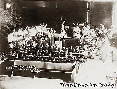 Les jeunes filles participent à  des clubs de conserve. En août 1918, une page du Carroll Free Press est consacrée à la publication du règlement d'un concours qui est organisé pour elles lors d'une foire (date et lieux non précisés).