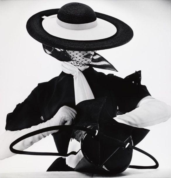 Irving Penn - Photo de mode au sac