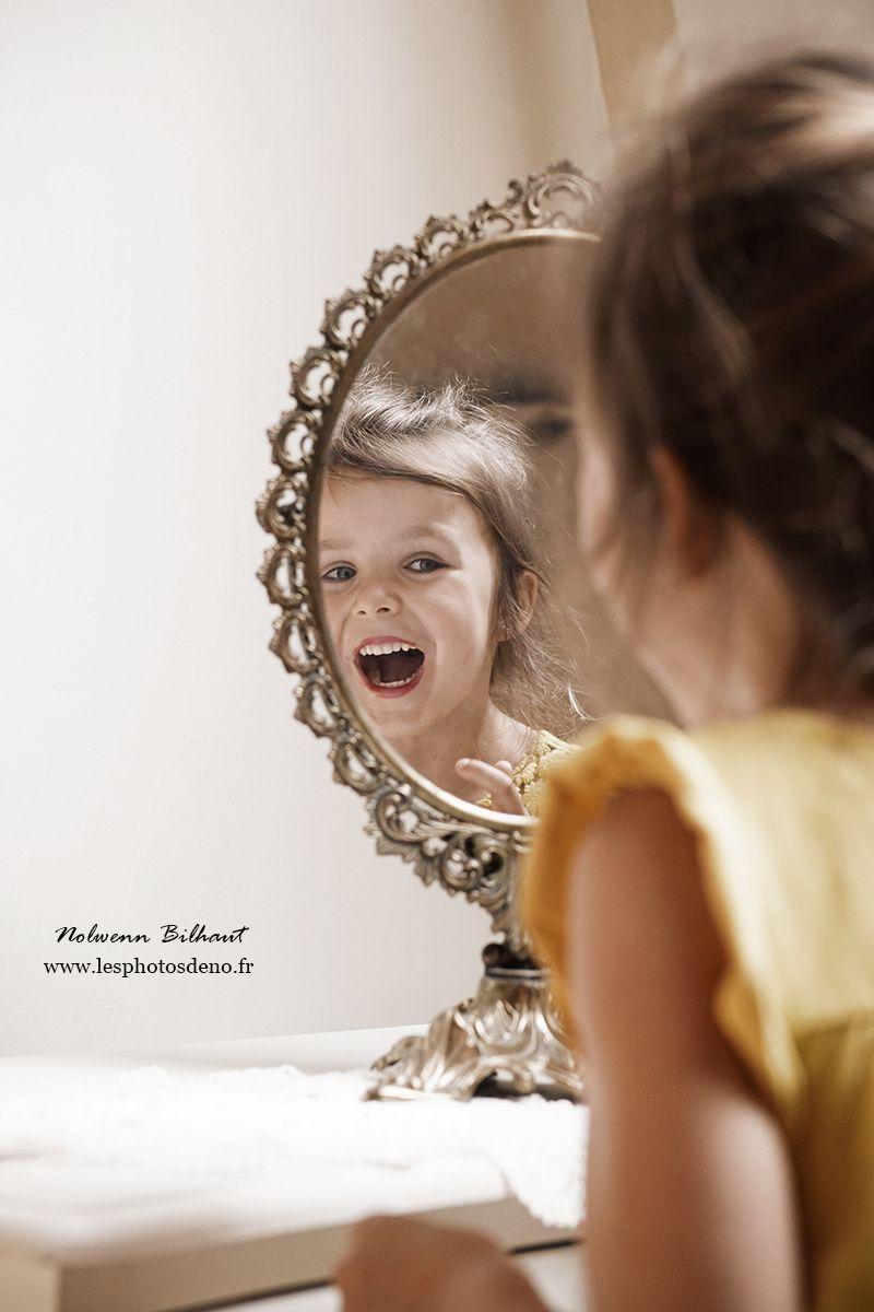 Photos de famille amusantes en studio, par Nolwenn Bilhaut, photographe portrait Ain