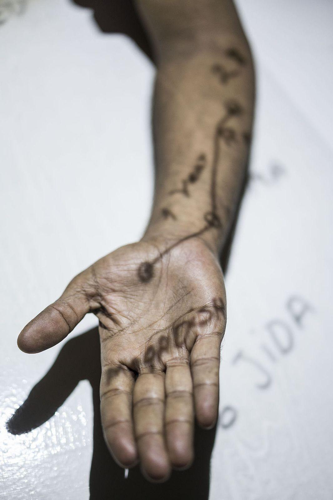 Le syndrome d'Ulysse : révéler les trajets et les traces des migrants, exposition de Luis Carlos Tovar