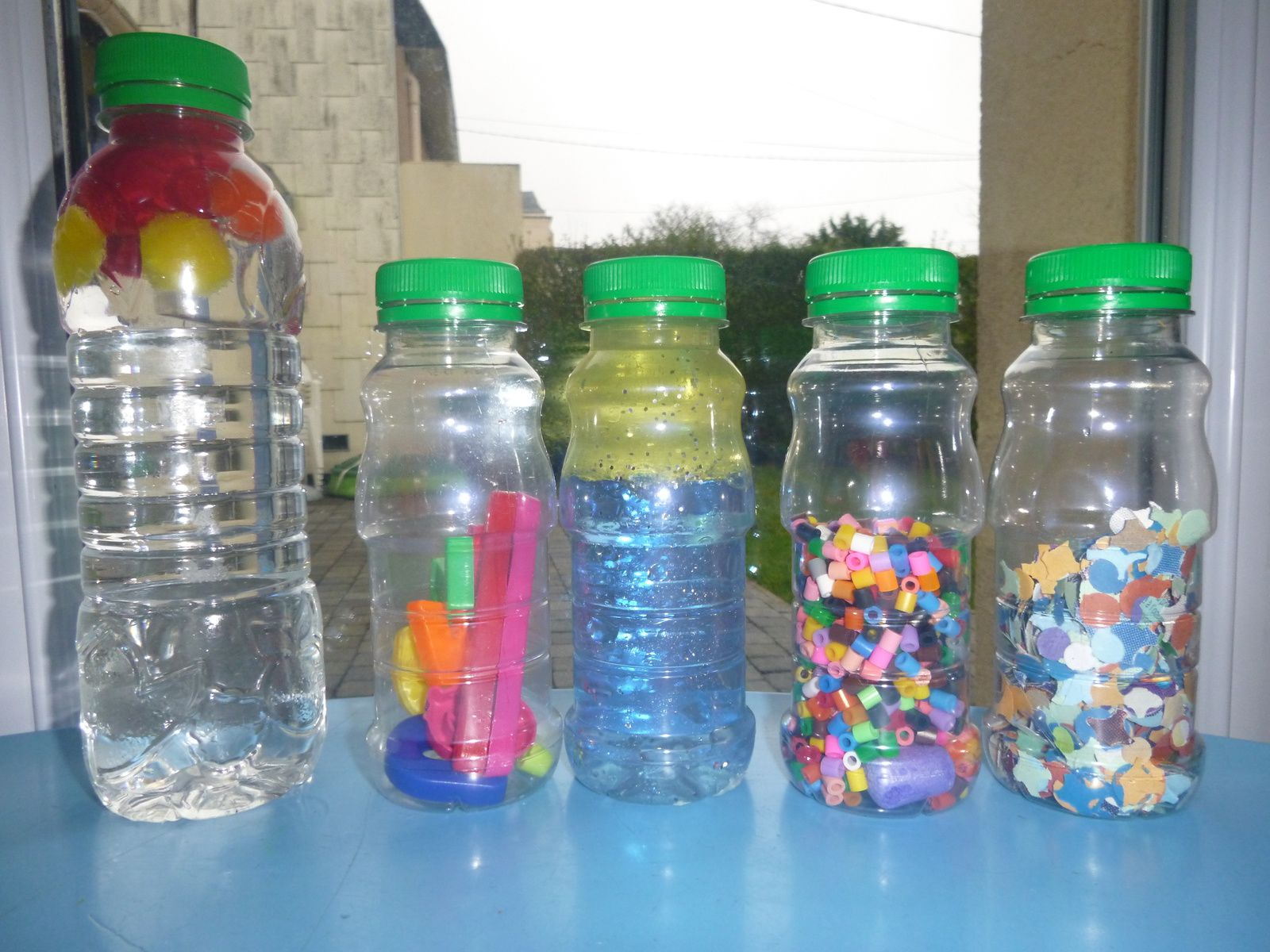 Les bouteilles sensorielles d'inspiration Montessori